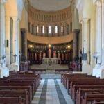 Interieur kerk op voormalige slavenmarkt na afschaffing slavernij
