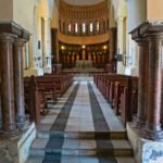 Pilaren in kerk op voormalige slavenmarkt na afschaffing van de slavernij