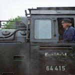 De machinist op een trein tijdens het stoomtreinenfestival