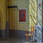 Stoel met collectezakken in de Walburgiskerk in Zutphen