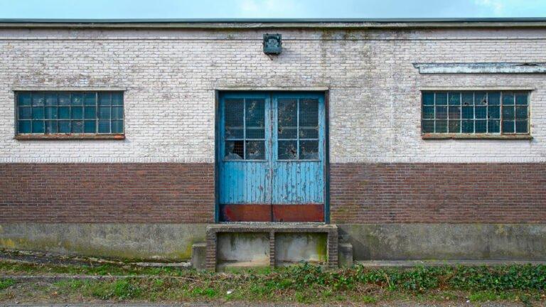 Een laaddeur op het industrieterrein van Zutphen