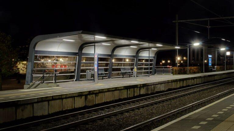 Station Apeldoorn Osseveld bij nacht
