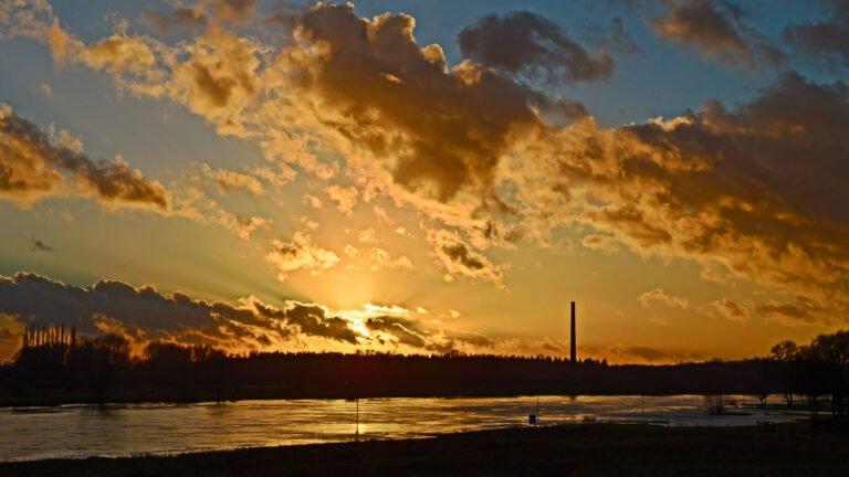De zonsondergang bij Veessen langs de IJssel