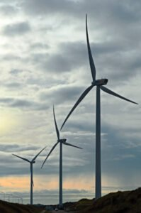 Drie windmolens bij de Hoogovens in IJmuiden