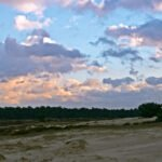 Zonsondergang boven een zandverstuiving op de Hoge Veluwe