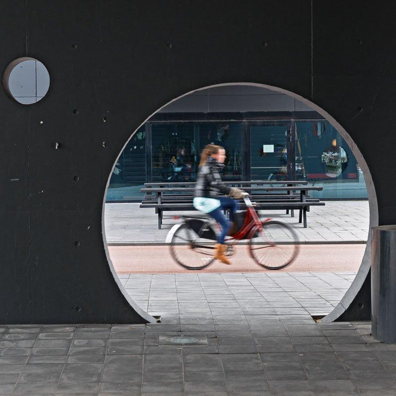 Fietser op fietspad op de Uithof