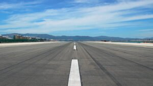 De landingsbaan van het vliegveld van Gibraltar