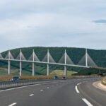 Snelweg over de brug van Millau