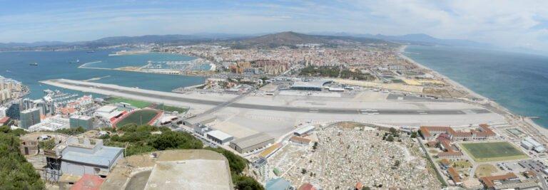 Panoroma van het vliegveld van Gibraltar.