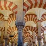 Interieur van de mezquita kathedraal in Cordoba