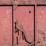 Voor gesloten deuren: de deur van de wagon zit op slot