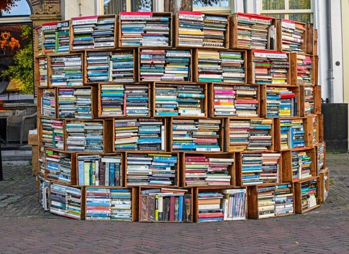 Boeken in wijnkisten op de Deventer boekenmarkt