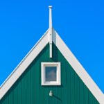 Gevels van een houten huisje op Marken