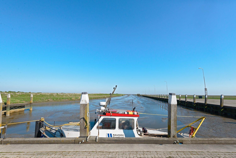 Sleepboot in de haven van Noordpolderzijl