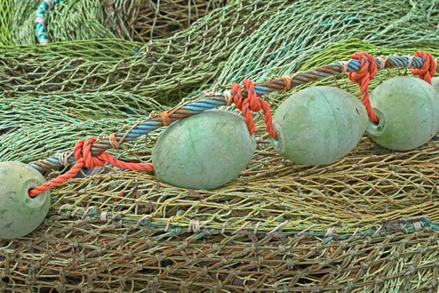 Fishing nets with 4 floating balls